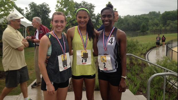 Aaliyah Miller (center) ran US #2 2:05.94 800m.